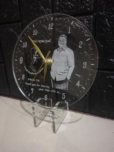 clock-laser-acrylic-left-side